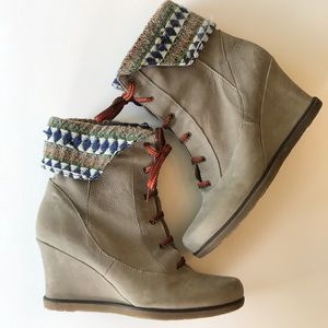 holding horses wedge boots